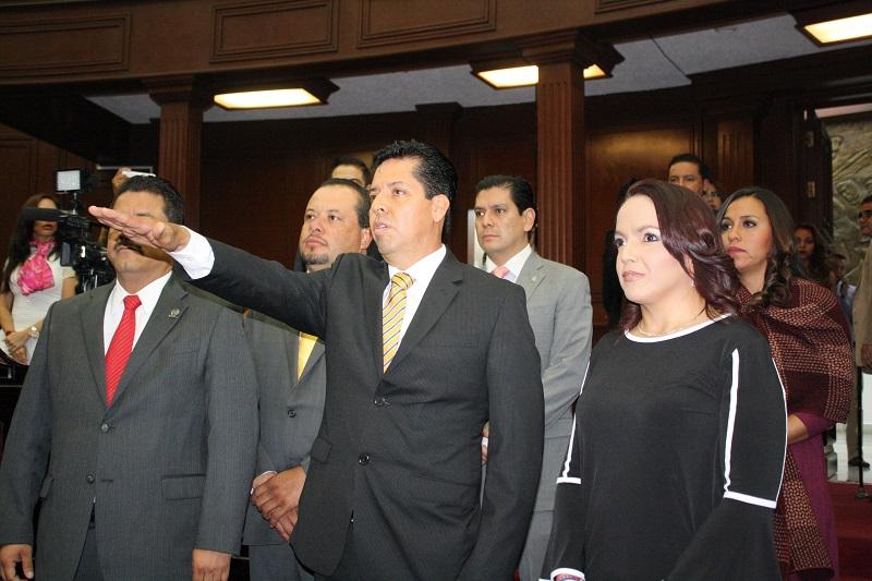 García Conejo protestó guardar y hacer guardar la Constitución Política de los Estados Unidos Mexicanos, la particular del Estado y las leyes que de ambas emanen, y desempeñar leal y patrióticamente el cargo de diputado de la 73 Legislatura