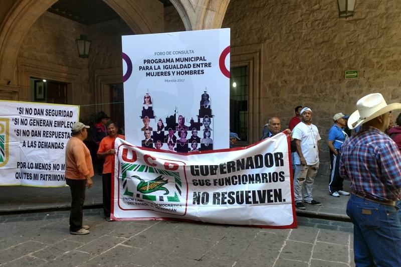 En el marco de esta manifestación, los miembros de la UCD cerraron la calle Allende, frente al Palacio Municipal, por más de una hora