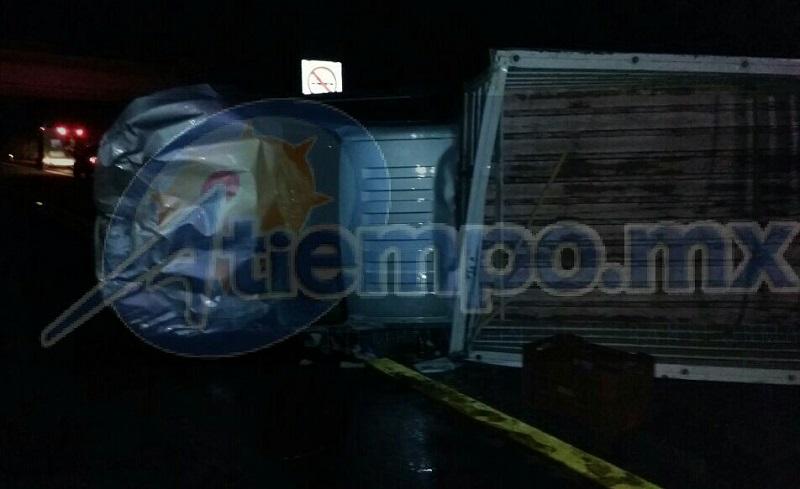 La madrugada de este miércoles se registró una volcadura de una camioneta sobre la Autopista Patzcuaro-Cuitzeo, resultando una persona gravemente lesionada siendo trasladada a un hospital de la capital del estado