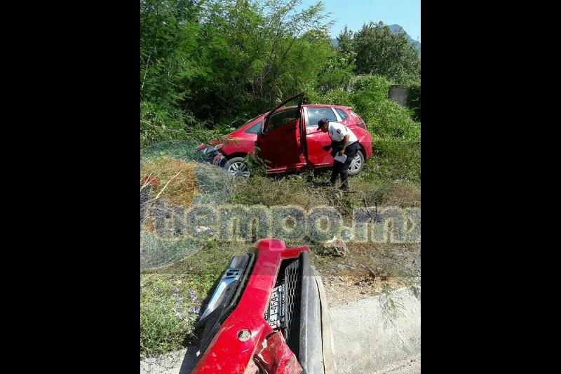 Testigos indicaron que sobre dicha carretera circulaba un vehículo Honda Fit, de color rojo, con placas de circulación PFJ-454-T del estado de Michoacán,  al llegar a la tenencia de Purechucho el conductor perdió el control de la unidad para posteriormente salirse de la cinta asfáltica y volcar