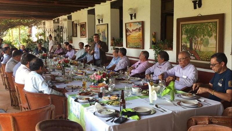 Constantino Ortiz agradeció la distinción y recordó como la unidad de propósitos, los acuerdos y el apoyo de los empresarios michoacanos durante su gestión al frente del CCE, se alcanzaron objetivos claros e importantes