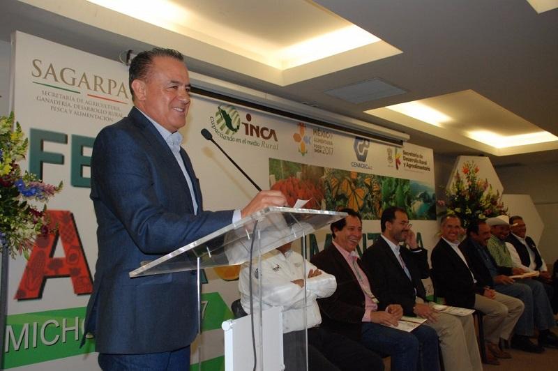 Sigala Páez, responsable de la política agropecuaria de la entidad, señaló que en nuestro estado destacan 116 cultivos, de los cuales 19 se ubican en el primer lugar nacional; 15 y 13 en segundo y tercer lugar del país, respectivamente