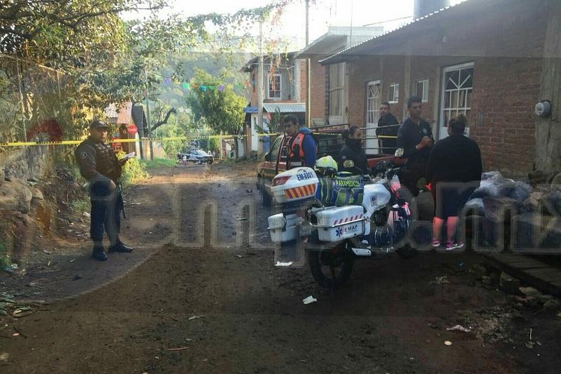 Vecinos que se percataron del incidente solicitaron apoyo a la línea de emergencias, trasladándose unidades de la Policía Michoacán, así como una ambulancia, confirmando los paramédicos que la persona ya había fallecido