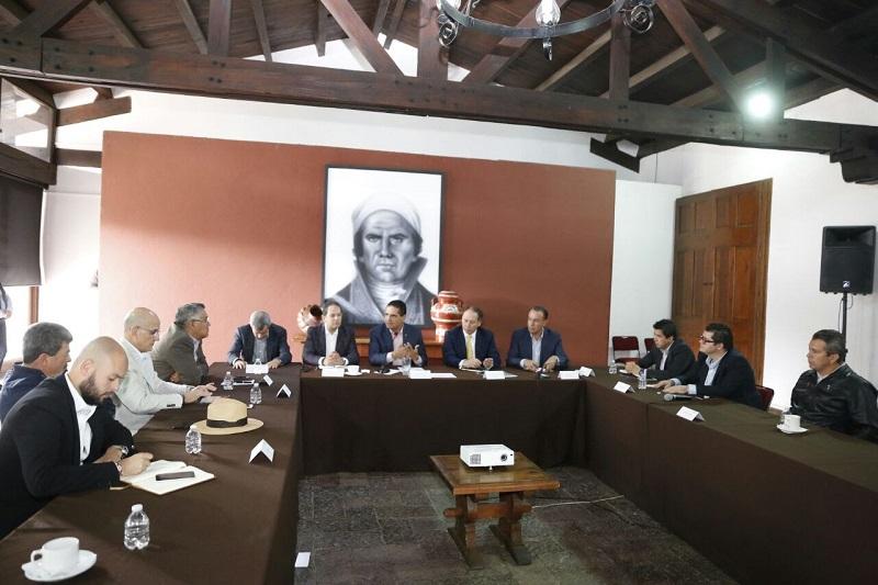 """""""Vamos a relanzar la relación con APEAM para que tracemos una ruta de trabajo que nos lleve a una nueva etapa en la producción sustentable y consolidación de nuevos mercados para el aguacate michoacano"""": Silvano Aureoles"""