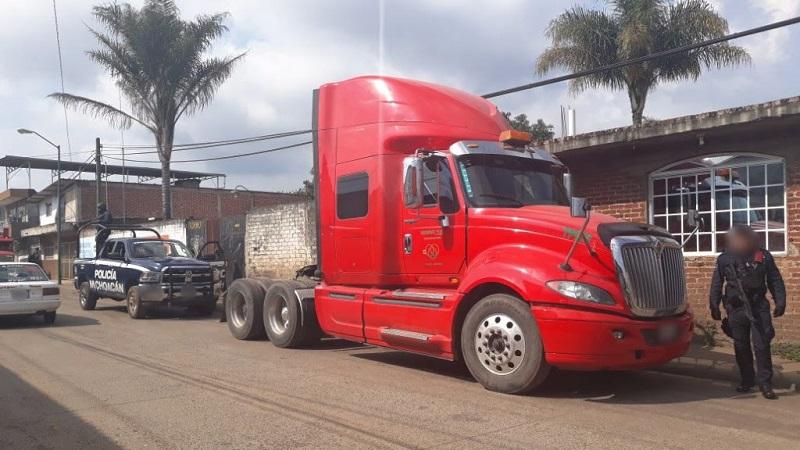 Al registrar el camión marca International, línea Pro Star, se percataron que contaba con dos impactos de arma de fuego, por lo que siguiendo el protocolo de actuación fue asegurado para su puesta a disposición ante la autoridad correspondiente
