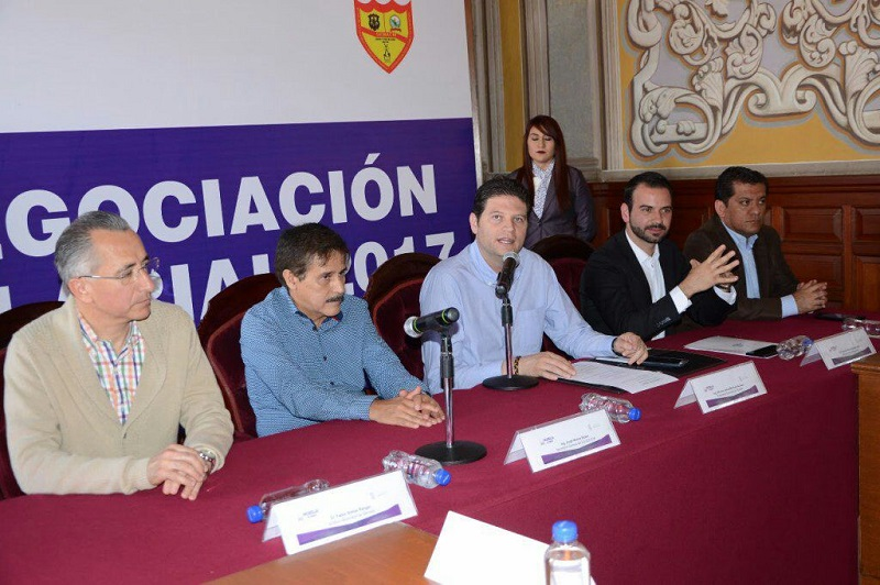 El secretario de Administración, Yankel Benítez, afirmó que otorgar el 15% que solicitan los sindicalistas, representaría 140 mdp más de gasto para el Ayuntamiento al año
