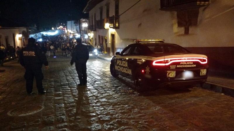"""El operativo estatal """"Noche de Muertos 2017"""" continúa hasta que culminen las festividades para garantizar así la seguridad de pobladores y visitantes que acuden a Michoacán"""