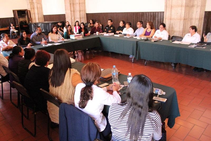 Por su parte, Víctor Pichardo, enlace de Inmujeres para Michoacán, reconoció el trabajo que se ha venido haciendo en la administración de Silvano Aureoles para atender a las mujeres