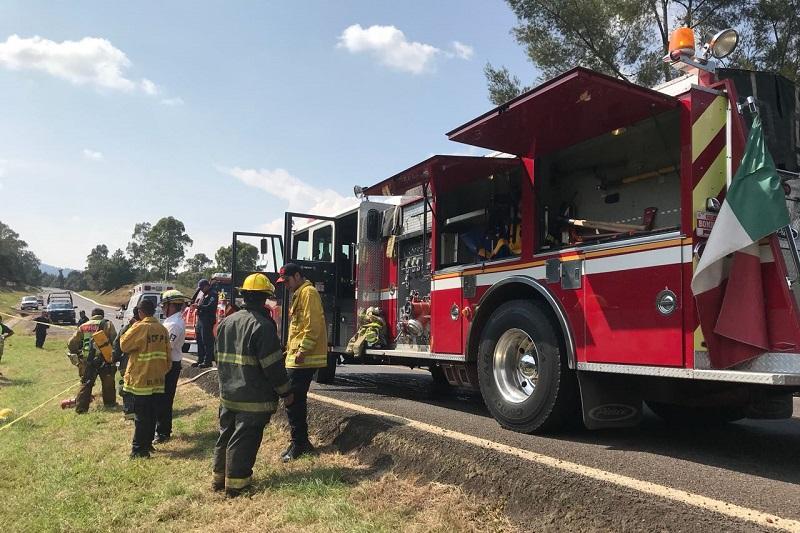 Autoridades correspondientes se hicieron cargo de realizar el peritaje del accidente y, apoyados con una grúa, sacaron el vehículo para trasladar a un corralón, quedando abierta la circulación