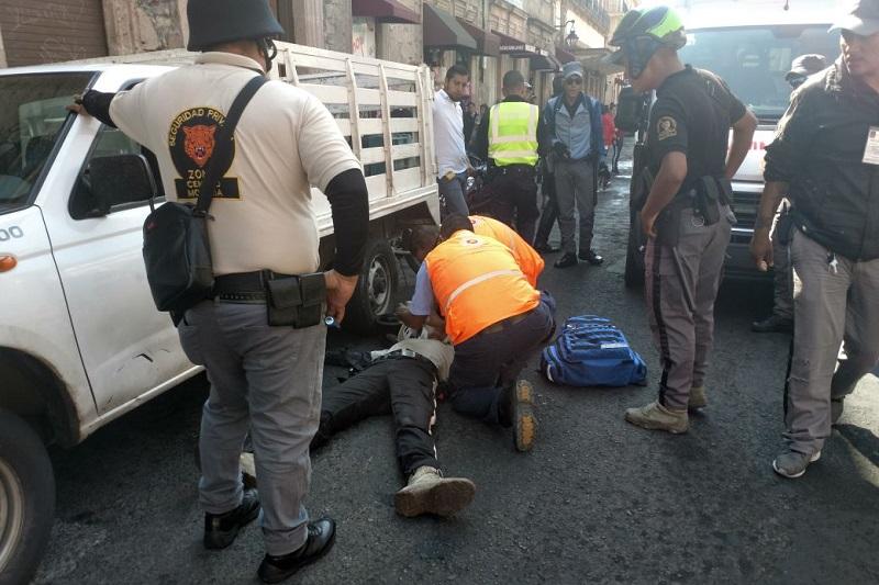 Por la irresponsabilidad de la persona que atropelló al elemento, asaltantes se dieron a la fuga en el Centro Histórico de Morelia