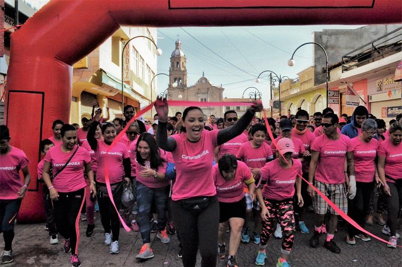 Miles de participantes en las tres carreras de lucha contra el cáncer de mama, celebradas este año