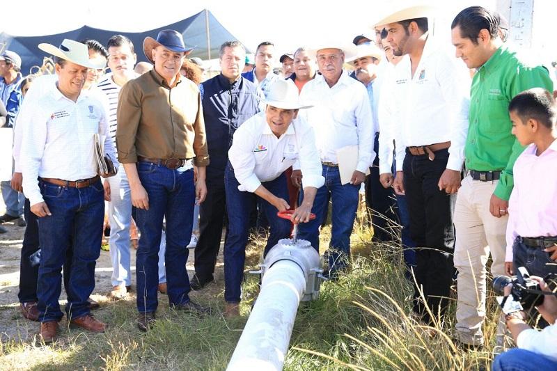 Asimismo puso en marcha la red de agua potable, en la comunidad El Salitre, demanda más sentida de las y los pobladores