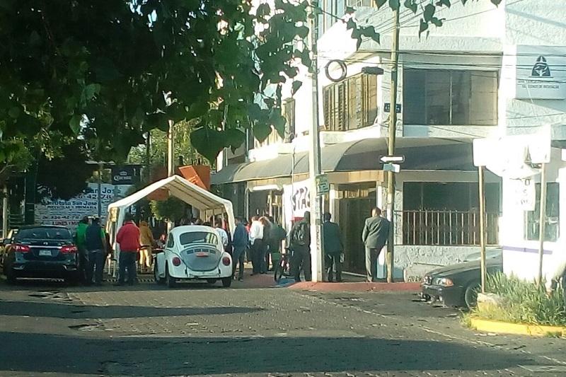 Se trata de unas 100 personas, quienes han bloqueado la lateral de la Calzada La Huerta y han instalado un toldo sobre la calle