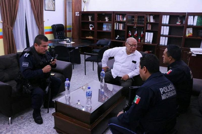 Zarco Saucedo enfatizó el llamado del gobernador Silvano Aureoles a los elementos, para que redoblen esfuerzos para seguir trabajando y garantizar la seguridad de los habitantes de Huetamo