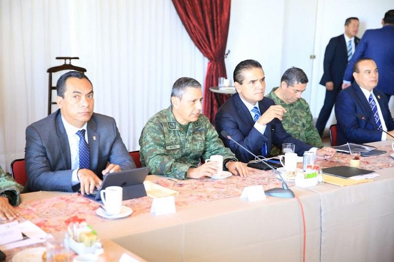 El gobernador Silvano Aureoles encabezó reunión semanal del Grupo de Coordinación Michoacán, donde convoca a alentar la denuncia ciudadana para ubicar objetivos delincuenciales