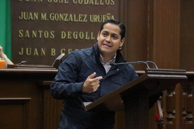 Necesario que taxistas michoacanos estén a la vanguardia y sean competitivos, señaló el diputado único de Movimiento Ciudadano
