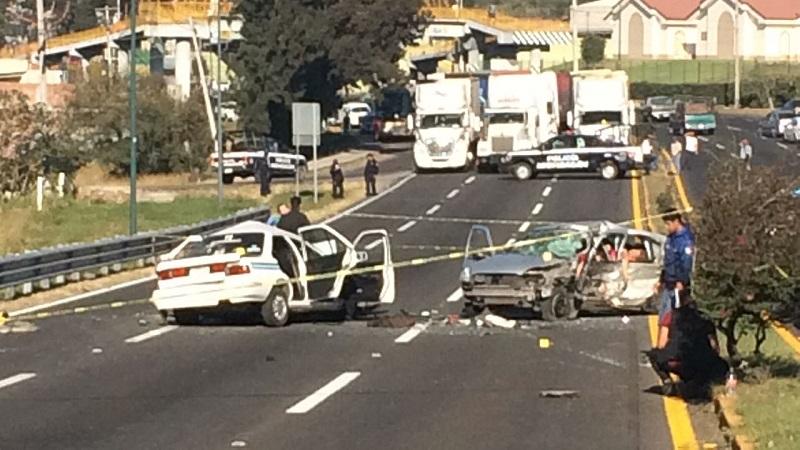 En la unidad del servicio público falleció una persona del sexo masculino mientras que la unidad particular falleció el conductor y una mujer que venía en la parte de atrás de la unidad