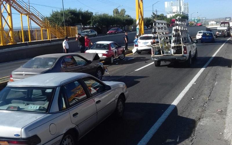 Aparentemente este accidente se debe a que el tráfico vehicular se paralizó con motivo del percance antes descrito, por fortuna en este último no se registran personas lesionadas