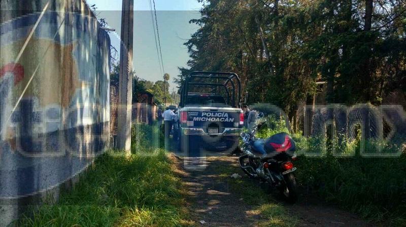 La mañana de este jueves fue localizado por familiares una persona del sexo masculino el cual se encontraba suspendido de un árbol en el interior de una caballeriza en el municipio de Pátzcuaro