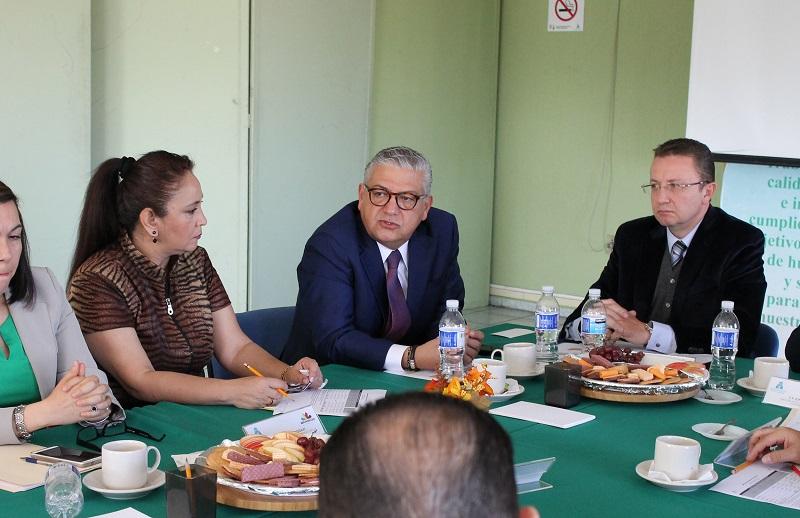 Se informó sobre la renuncia de Ignacio Ocampo Barrueta a la Dirección de Pensiones Civiles y de la designación de Esteban Morales Ledesma como encargado del despacho
