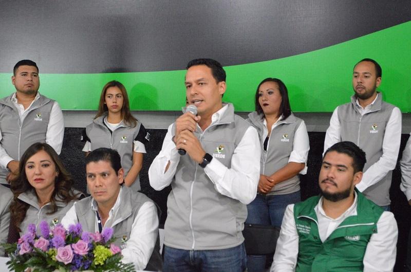 El dirigente estatal del PVEM en Michoacán, Ernesto Núñez, resaltó que la respuesta de la gente al acudir a la toma de protesta del Comité Municipal es una muestra de apoyo por estar siempre cercano a ellos, sin decir mentiras y dando resultados rápido