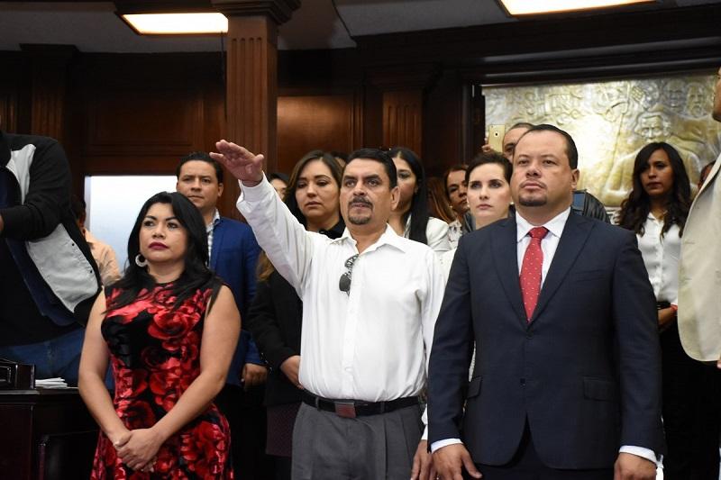 Previamente el Congreso local aprobó el dictamen con proyecto de decreto presentado por los diputados integrantes de la Comisión de Gobernación