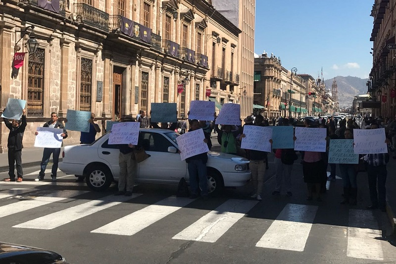 Los manifestantes exigen pagos pendientes, entrega de despensas completas y evitar la reforma al régimen de jubilaciones y pensiones