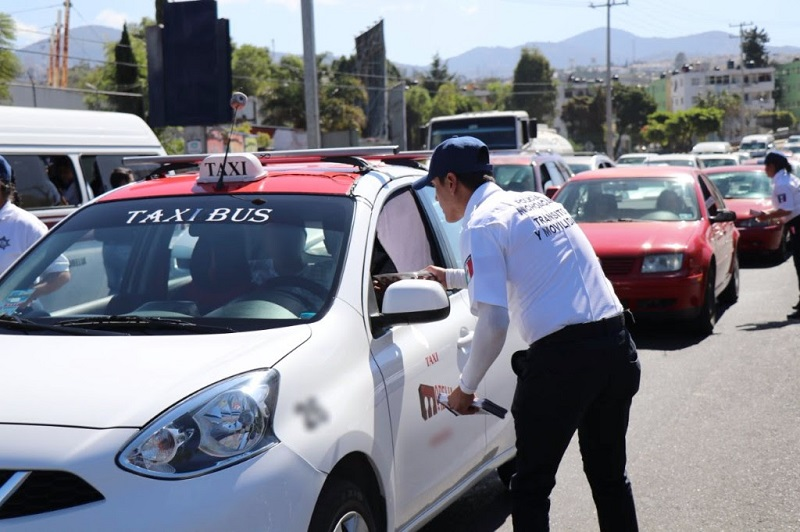 Ante algún accidente vehicular la SSP brinda los números de atención 911, además del (443)316-36-46 que pertenece a la Dirección de Tránsito y Movilidad, el (443)326-33-33 a Peritos de Tránsito