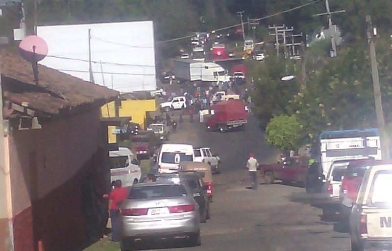 De acuerdo a los mismos pobladores, el bloqueo es indefinido hasta que les cumplan sus demandas y cada hora permitirán el paso vehicular, solamente por un lapso de 8 minutos