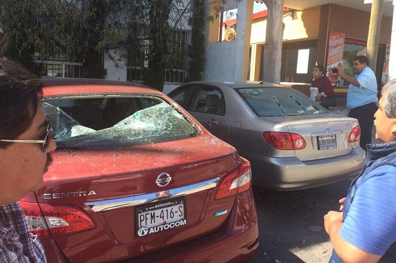 En cuestión de minutos arribaron elementos de la Policía Michoacán, así como de la Unidad de Restablecimiento del Orden Público (UROP), para resguardar el lugar, donde no hubo personas detenidas ni personas lesionadas, únicamente crisis nerviosas