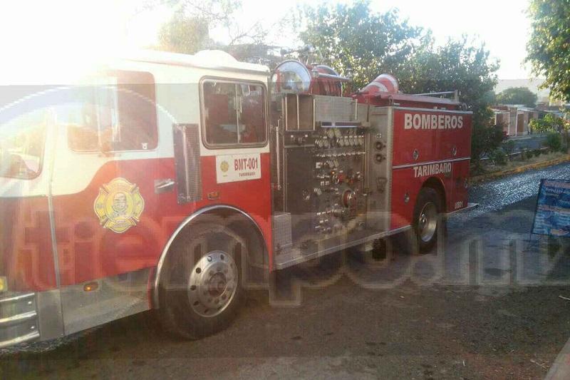 Uno de los moradores, así como vecinos, agredieron al personal de bomberos, por lo que se tuvieron que hacer cargo elementos de la Policía Michoacán para poner orden