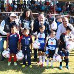 Además, el titular de la SCOP, José Juan Domínguez López, y la directora general de la Cecufid, Edna Díaz Acevedo, entregaron mil 350 balones a las y los futbolistas de la Liga Municipal de Futbol Amateur