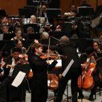 """El programa estuvo compuesto por la pieza """"Noche en Morelia"""", de Miguel Bernal Jiménez y el """"Concierto para orquesta"""" del polaco Witold Lutoslawski, considerado uno de los compositores europeos más importantes del siglo XX"""