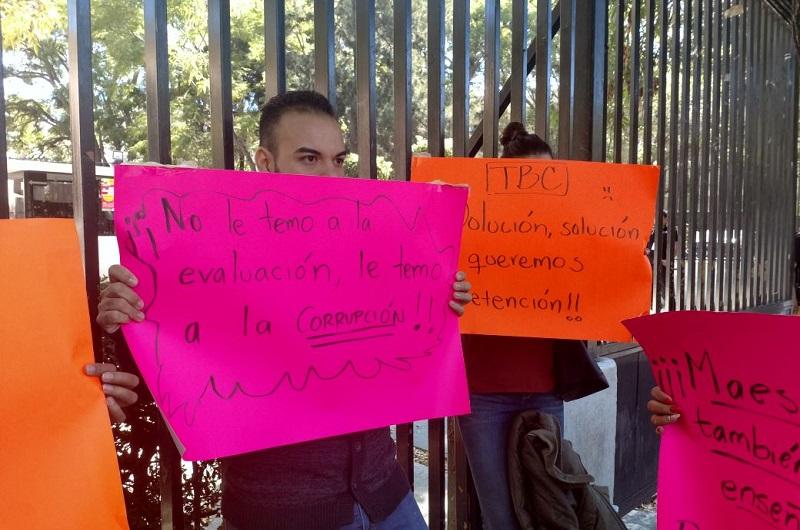 Según los manifestantes, se les adeudan sus pagos de octubre y noviembre, además de que exigen que se les garanticen las quincenas de diciembre y el aguinaldo
