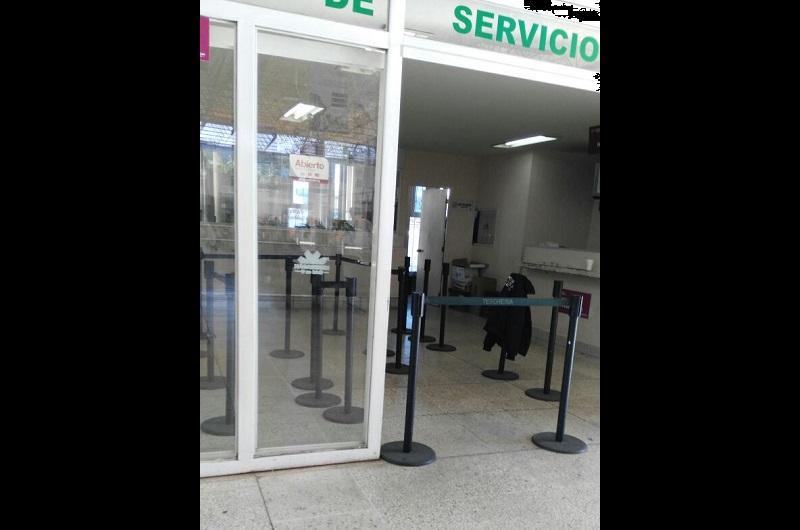 Cabe destacar que este lunes, también el módulo de rentas ubicado en la Avenida Lázaro Cárdenas y Miguel de Cervantes Saavedra no prestó el servicio debido a la falta de pago