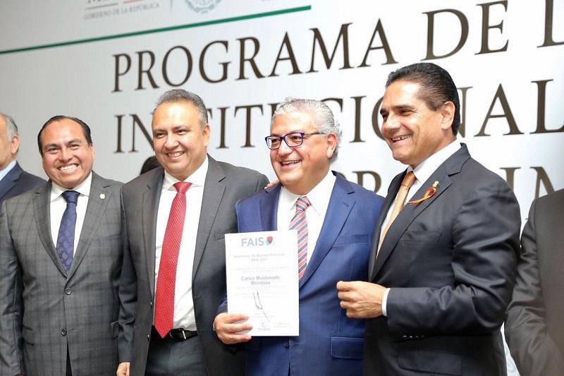 Entregan gobernador y funcionario federal constancias de validación del convenio Prodimdf a 34 municipios de la entidad