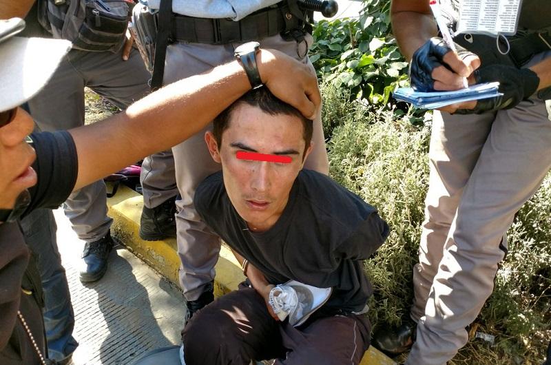 El vándalo fue detectado en la calle García Obeso y fue detenido, tras una persecución, en el cruce de la Calzada Juárez con la calle Zamora