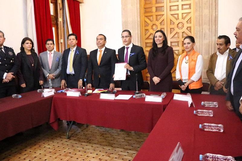 López Solís dijo que en cabal cumplimiento a lo estipulado en los artículos 19 y 29 fracción VII de la Ley por una Vida Libre de Violencia para las Mujeres en el Estado de Michoacán, presentó ante el Poder Legislativo el informe anual