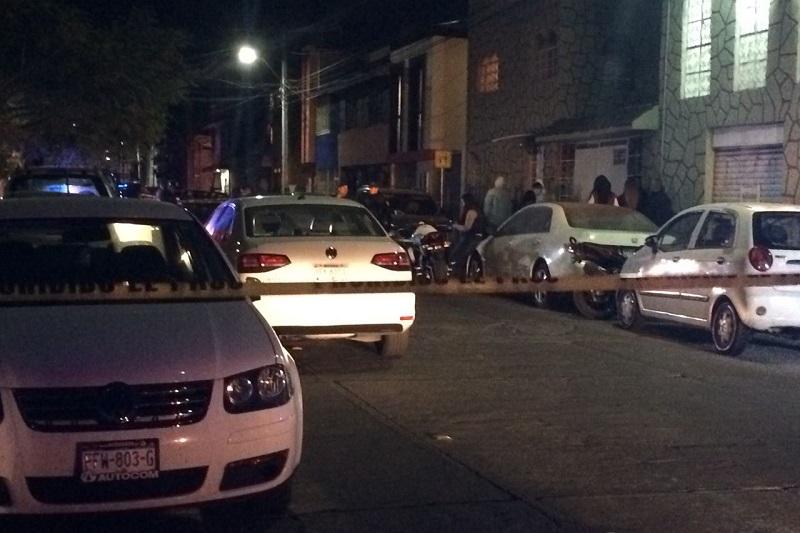 La zona fue acordonada por elementos de la Policía Michoacán, quienes están a la espera de la Unidad Especializada en la Escena del Crimen