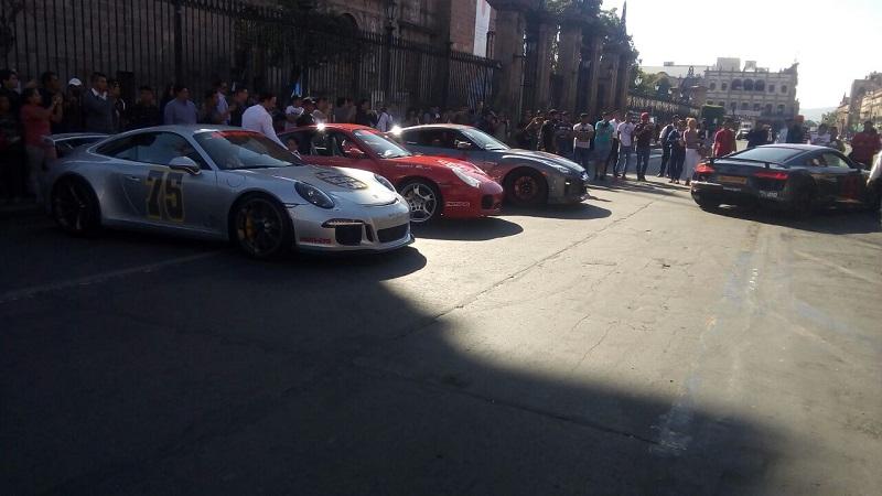 La exhibición formal comenzó a partir de las 16:00 horas en la Avenida Madero, frente a la Catedral de Morelia