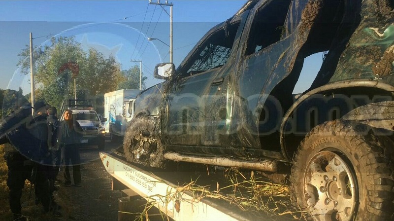 El accidente se registró minutos después de más 04:00 de la madrugada, cuando dos jóvenes viajaban a bordo de una camioneta Nissan tipo X-Terra, de color verde, con placas de circulación PSP-2111 del estado de Michoacán