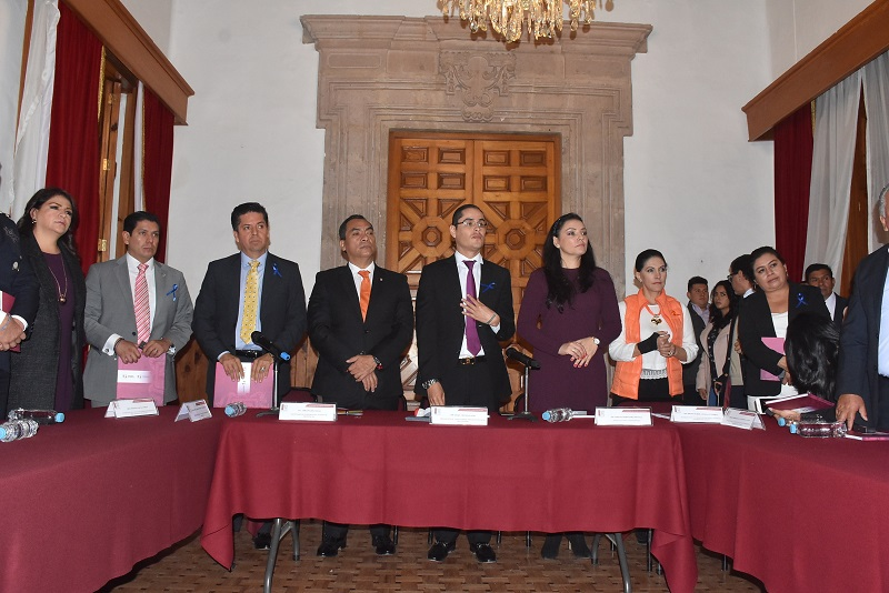 El diputado Antonio García Conejo dijo que la violencia contra las mujeres no es un tema mejor, se trata, de la que se ejerce sobre la principal protagonista de una de las células más importantes de la sociedad, como es la familia