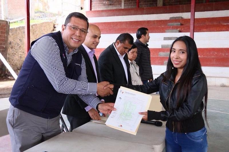 """""""Las acciones realizadas este 2017 en el Telebachillerato Michoacán son de suma importancia. Hoy podemos ver un sistema educativo más fortalecido, con una plantilla de docentes más capacitados y con mejores condiciones laborales, con 28 nuevas extensiones"""", expuso Barragán Vélez"""