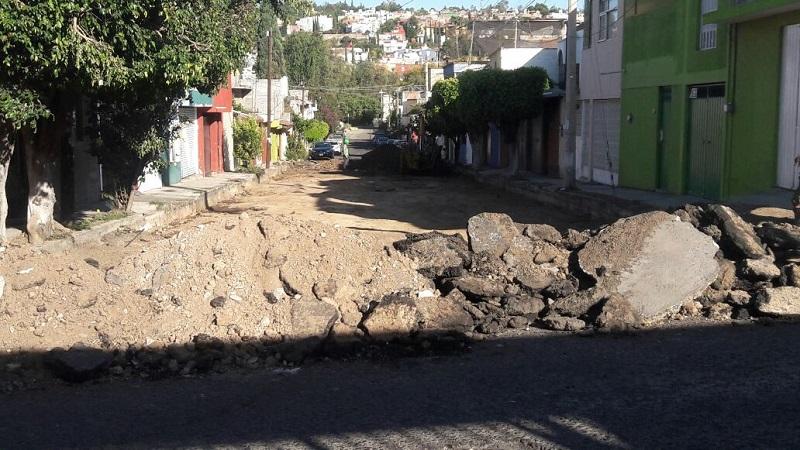 Y es que como se recordará, a principios de este 2017 un grupo de vecinos de esa calle colocaron malla con el fin de impedir el tránsito vehicular entre la calle Camilo Camacho y Margarita Maza de Juárez