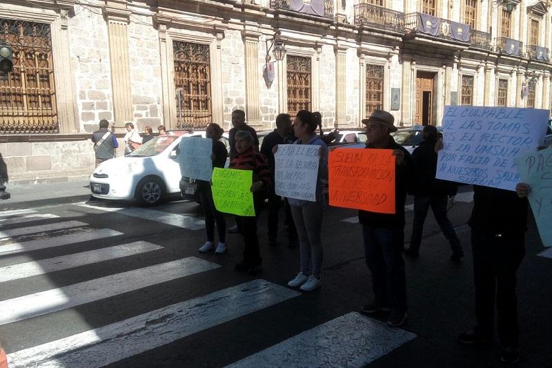 Entre otras cosas, los manifestantes exigieron la entrega de despensas completas y que se mantenga como está el régimen de pensiones y jubilaciones