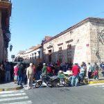 Más de 200 manifestantes cerraron momentáneamente la calle Allende, para luego ingresar a la sede del Ayuntamiento de Morelia