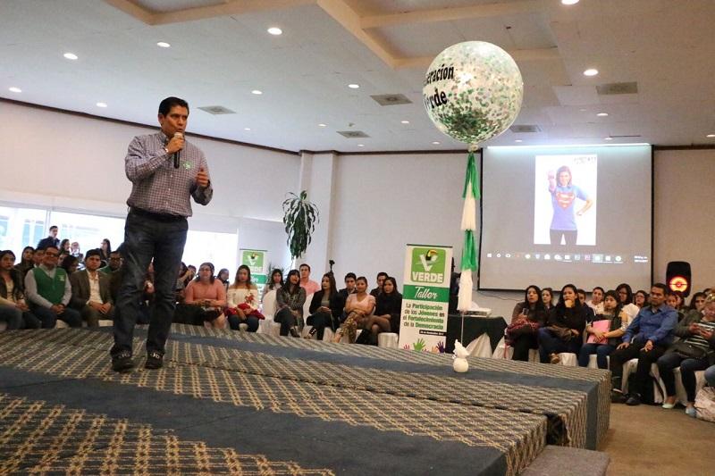 Núñez Aguilar ponderó la importancia de abrir debate y espacios con los jóvenes de la entidad para conocer sus opiniones y propuestas para mejorar las condiciones actuales de nuestro estado