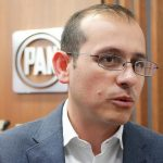 El dirigente estatal del PAN aseguró que ha estado en contacto con el dirigente estatal del PRD, Carlos Torres Piña, para analizar que la bancada perredista en el Congreso del Estado también vote en contra del endeudamiento