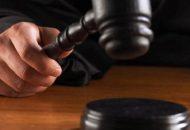 Tras valorar los datos aportados por el Ministerio Público, y en audiencia pública el juzgador resolvió vincular a proceso a la ex servidora pública por su relación en el delito de cohecho y le impuso diversas medidas cautelares, entre éstas la separación del cargo