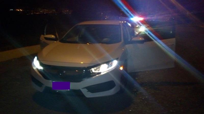 De acuerdo al reporte policiaco, el vehículo fue robado con violencia, por lo que tras confirmar que se trataba de la misma unidad, se notificó e incluso trasladó al propietario al punto en donde se encontraba
